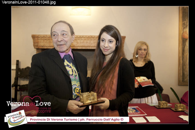 Receiving the prize from the head of the Juliet Club, Giulio Tamassia